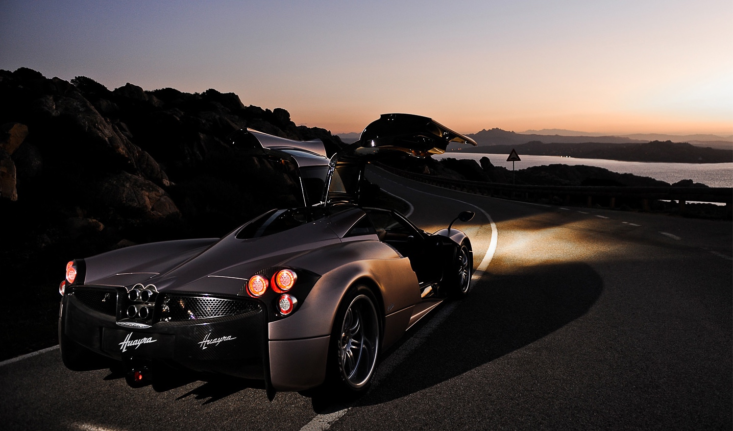 http://digitalsynopsis.com/wp-content/uploads/2014/06/supercar-wallpapers-pagani-4.jpg