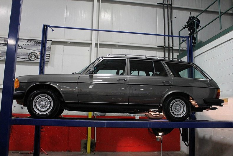 Find used 1985 mercedes 300td turbo diesel wagon only 37k for Mercedes benz grand rapids mi