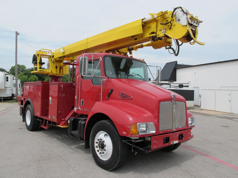 2005 Altec Industries Utility Digger truck