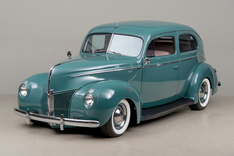 1940 Ford Deluxe Tudor_5461