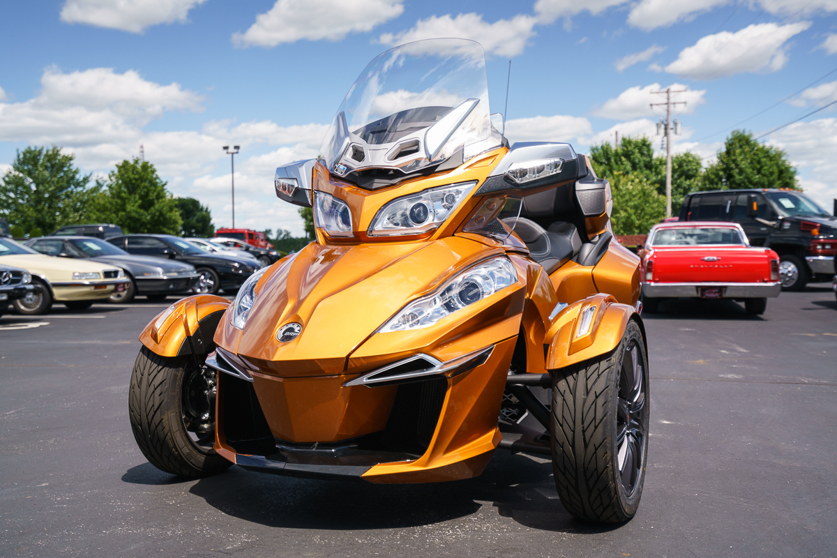 2014 can am spyder rt s fast lane classic cars. Black Bedroom Furniture Sets. Home Design Ideas