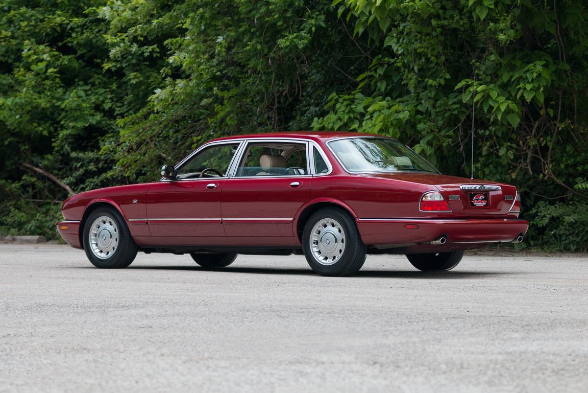 2000 jaguar xj8 fast lane classic cars. Black Bedroom Furniture Sets. Home Design Ideas