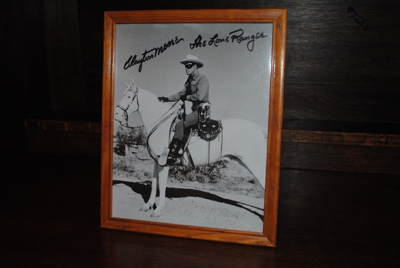 Beautiful collector piece for fans of the Lone Ranger!