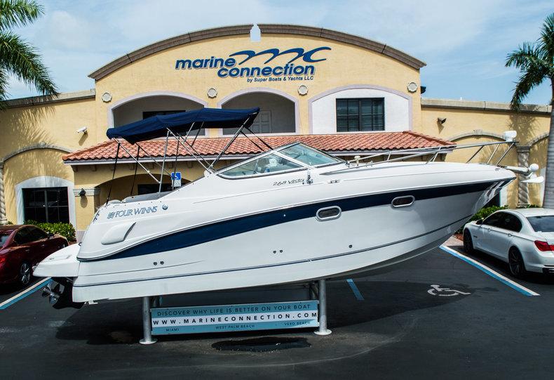 Used 2001 Four Winns 268 Vista boat for sale in West Palm Beach, FL