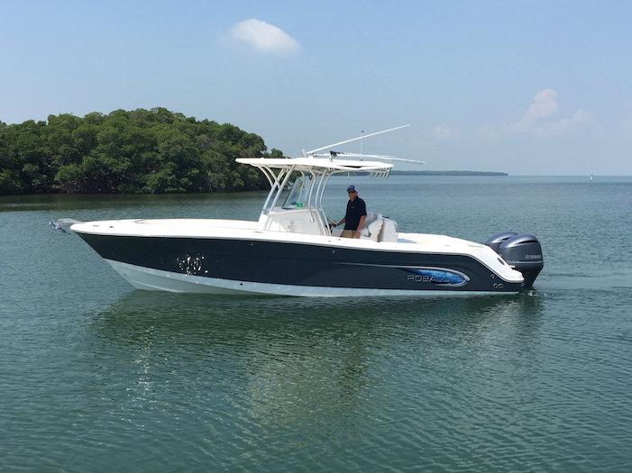 Used 2014 Robalo R300 Center Conosle boat for sale in Miami, FL