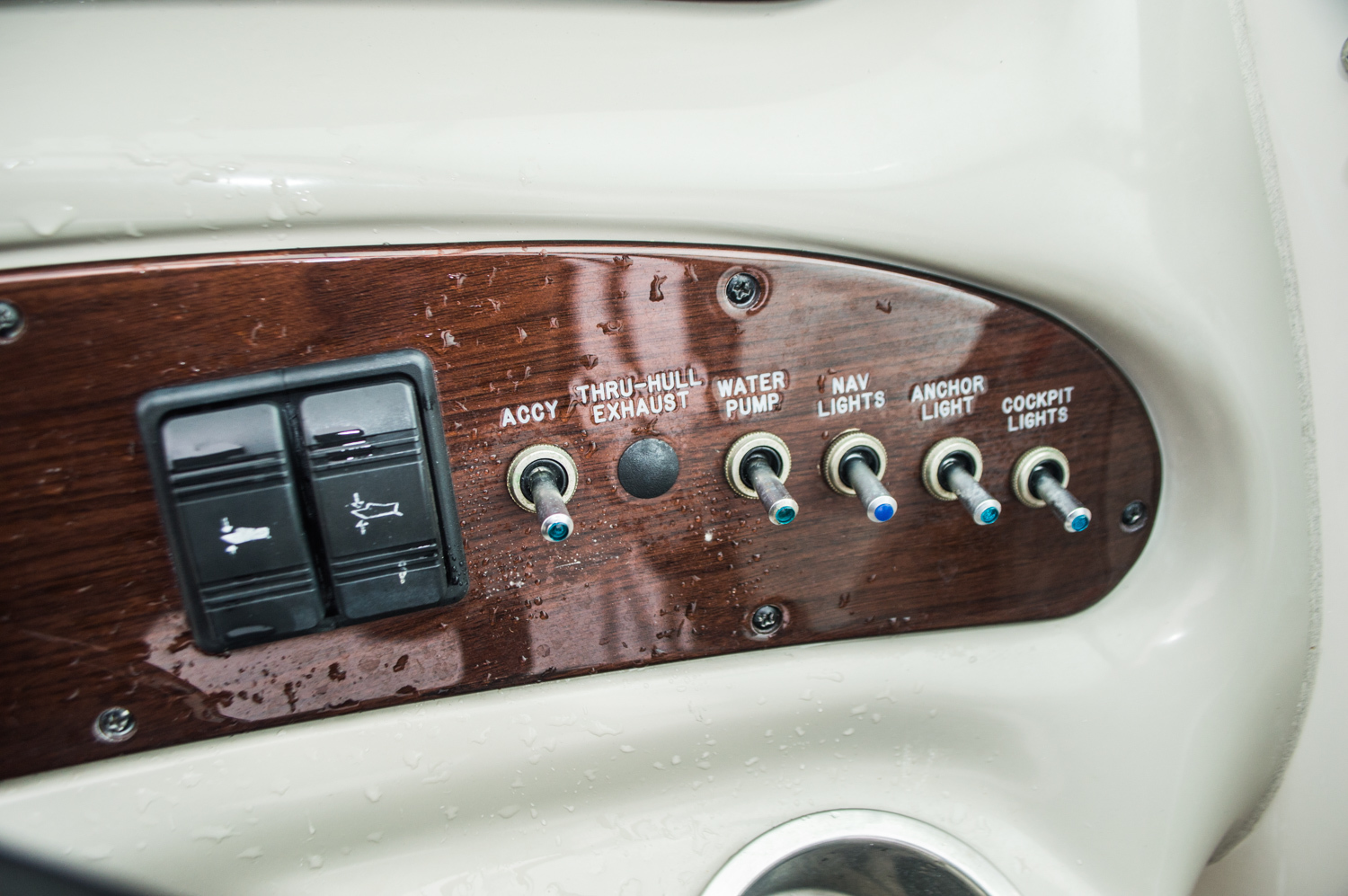 Thumbnail 30 for Used 2005 Sea Ray 240 Sundeck boat for sale in West Palm Beach, FL
