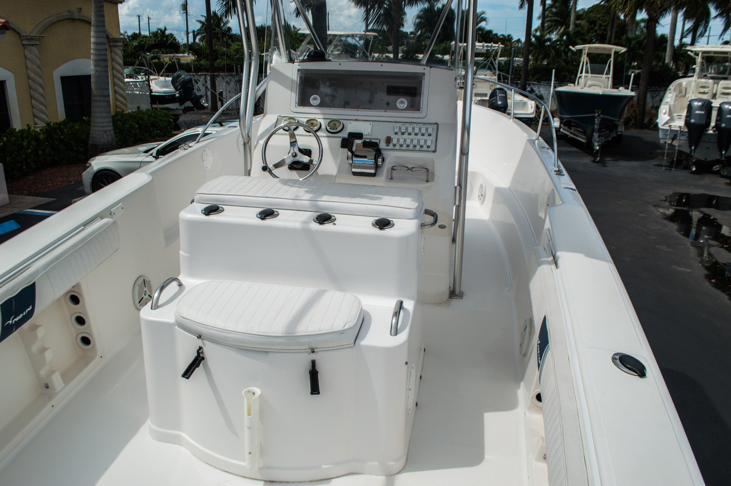 Thumbnail 8 for Used 2004 Pro-Line 25 Sport boat for sale in West Palm Beach, FL