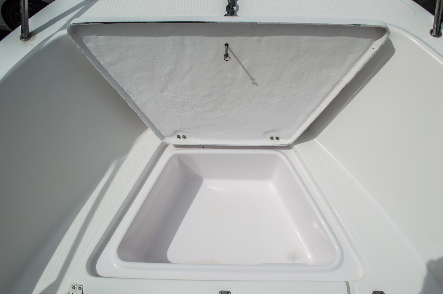 Thumbnail 15 for Used 2004 Pro-Line 25 Sport boat for sale in West Palm Beach, FL