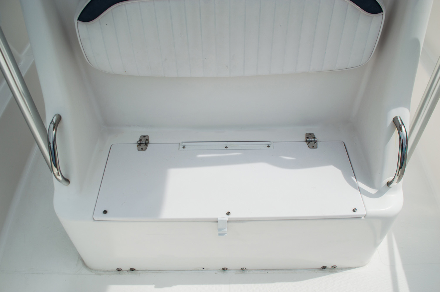 Thumbnail 17 for Used 2004 Pro-Line 25 Sport boat for sale in West Palm Beach, FL