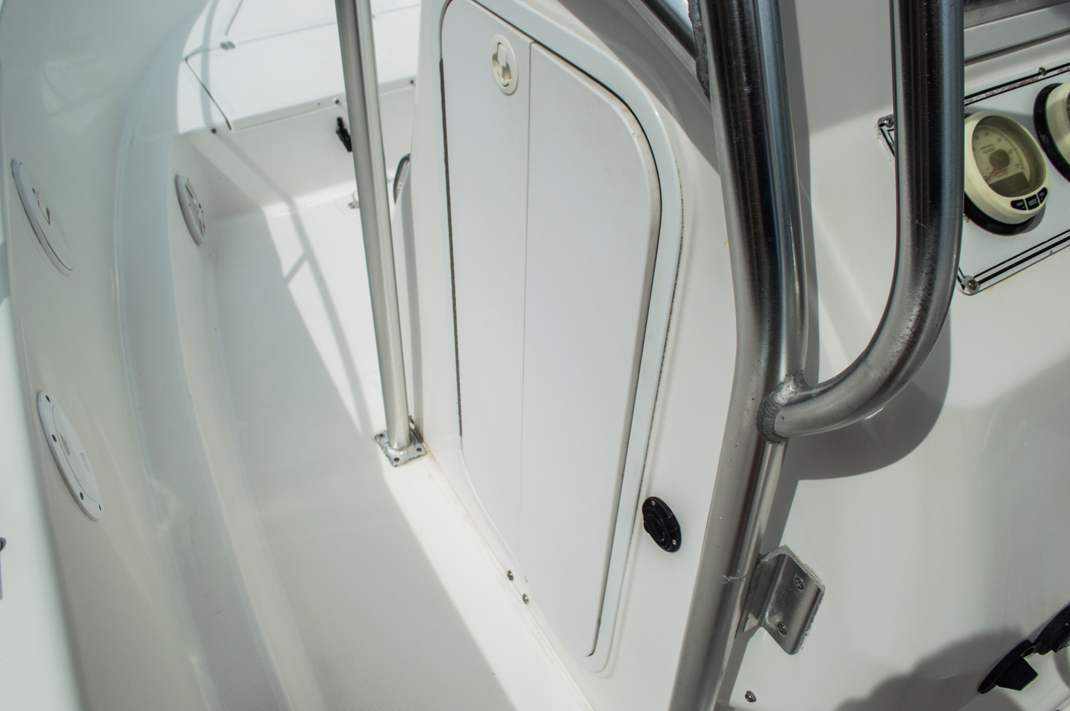 Thumbnail 20 for Used 2004 Pro-Line 25 Sport boat for sale in West Palm Beach, FL