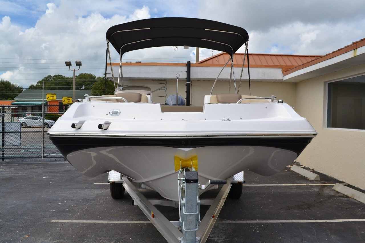 Thumbnail 2 for New 2016 Hurricane SunDeck Sport SS 188 OB boat for sale in Miami, FL