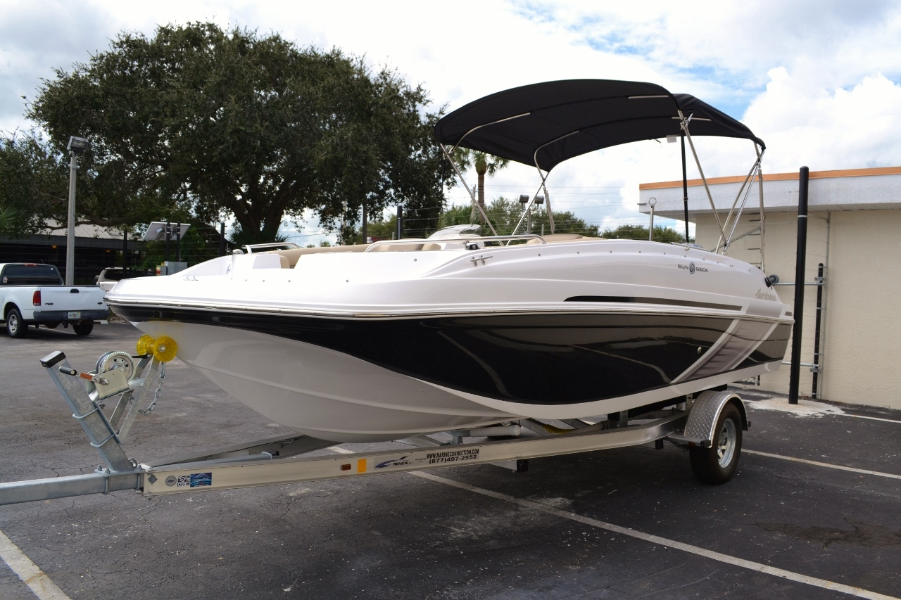 Thumbnail 3 for New 2016 Hurricane SunDeck Sport SS 188 OB boat for sale in Miami, FL
