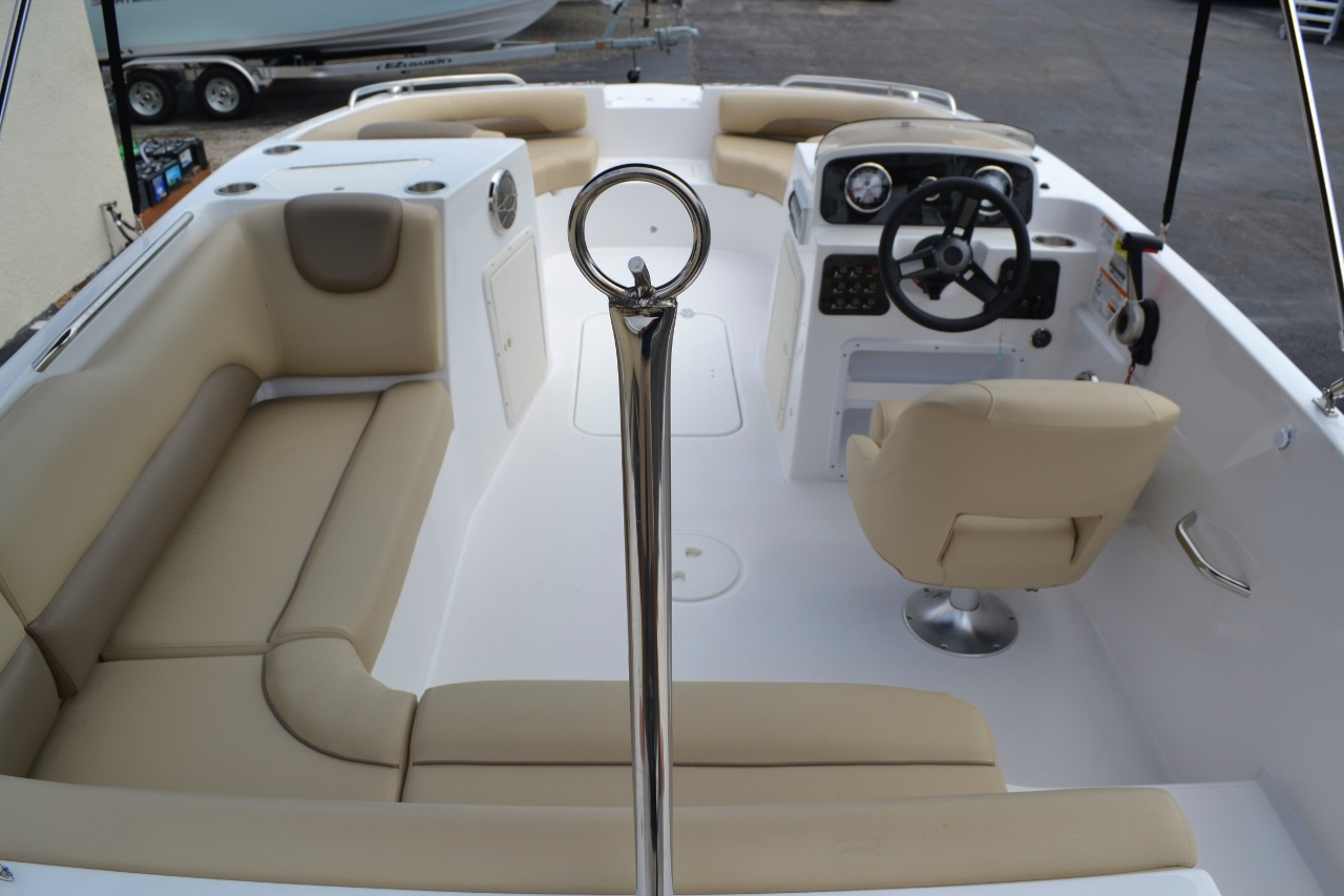Thumbnail 10 for New 2016 Hurricane SunDeck Sport SS 188 OB boat for sale in Miami, FL