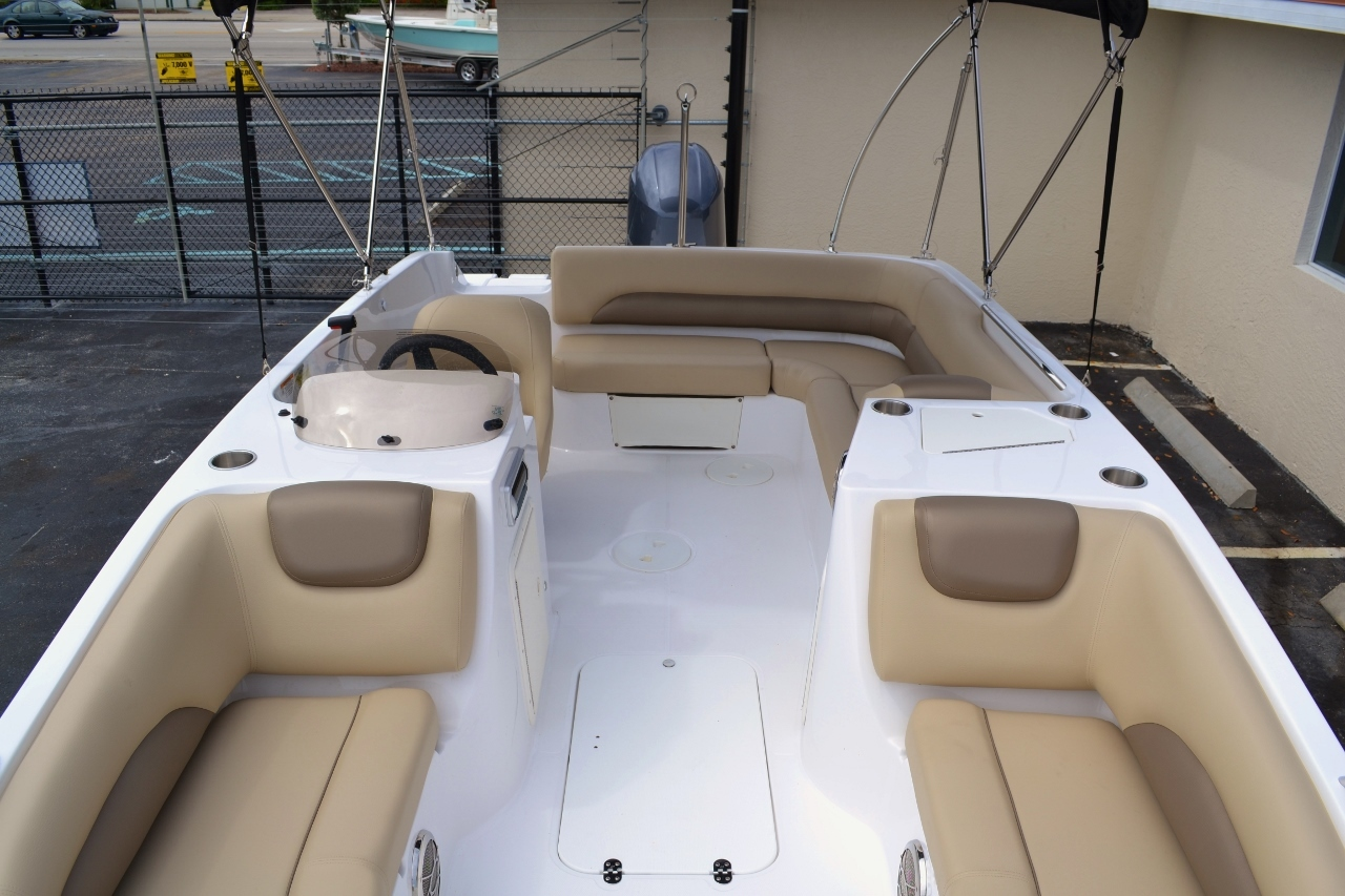 Thumbnail 16 for New 2016 Hurricane SunDeck Sport SS 188 OB boat for sale in Miami, FL