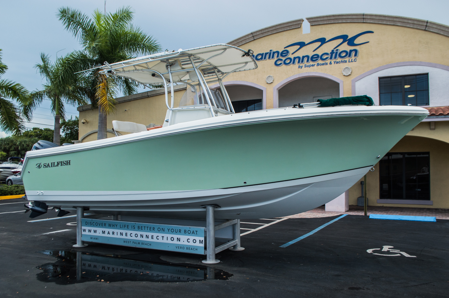 Thumbnail 1 for Used 2006 Sailfish 2360 CC Center Console boat for sale in West Palm Beach, FL