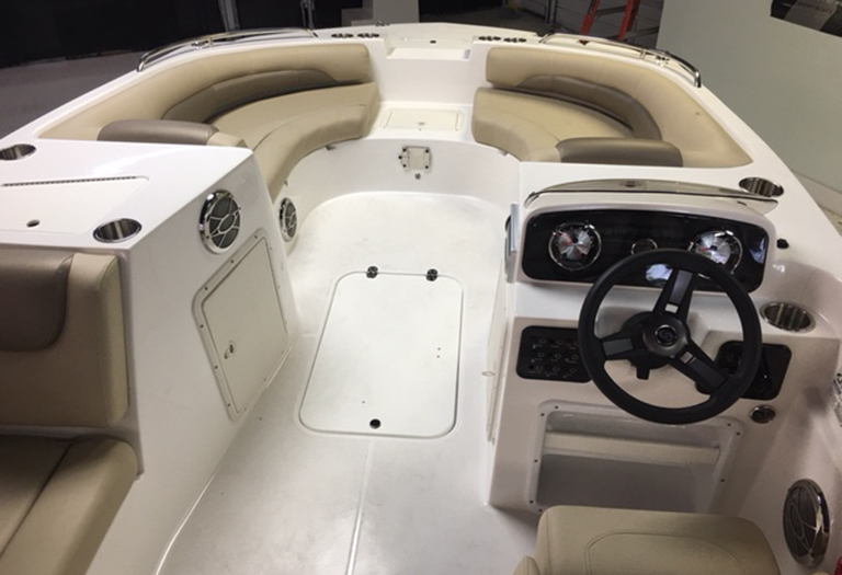 Thumbnail 4 for New 2016 Hurricane SunDeck Sport SS 188 OB boat for sale in Miami, FL