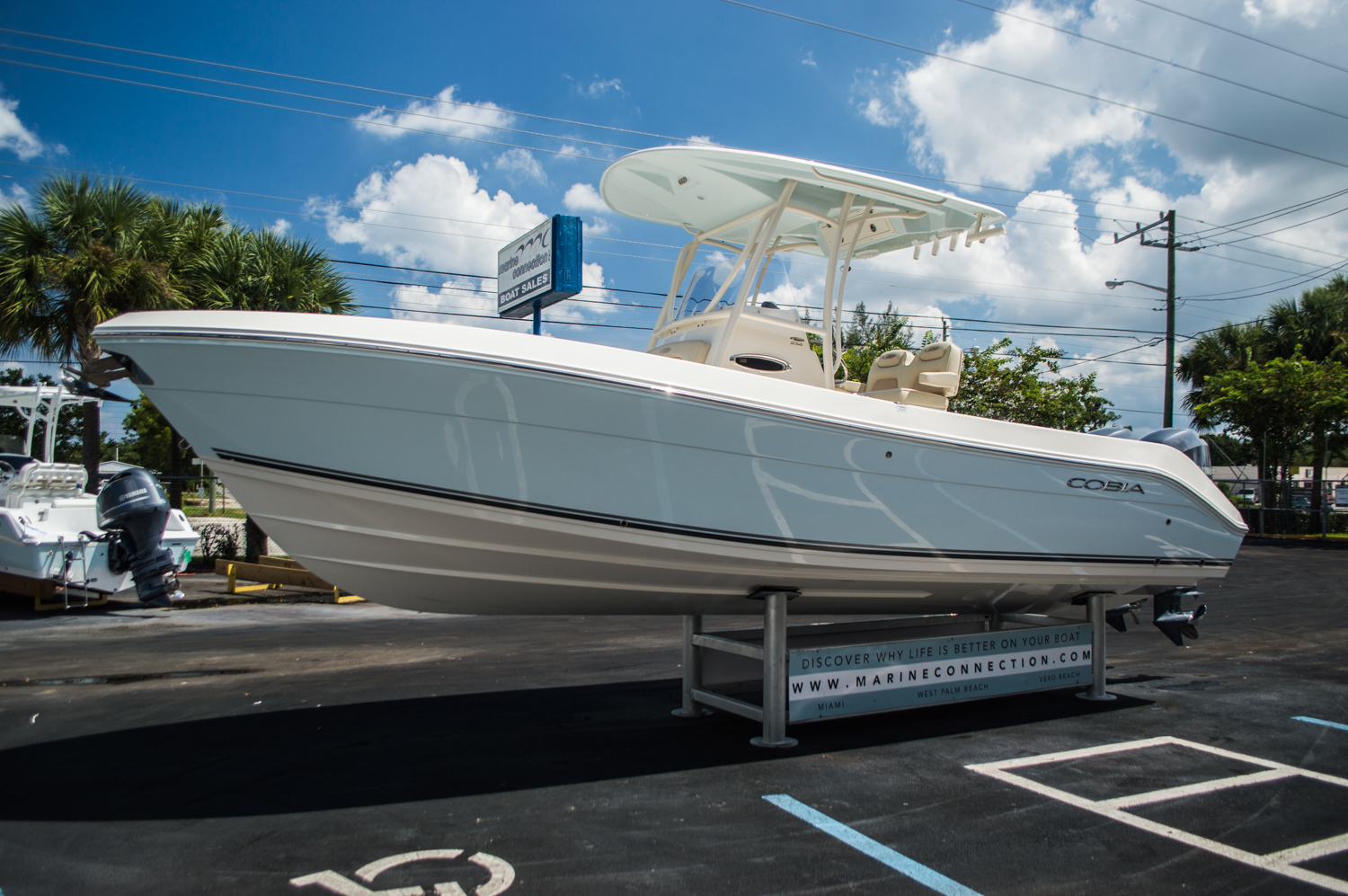 Thumbnail 3 for New 2015 Cobia 256 Center Console boat for sale in West Palm Beach, FL