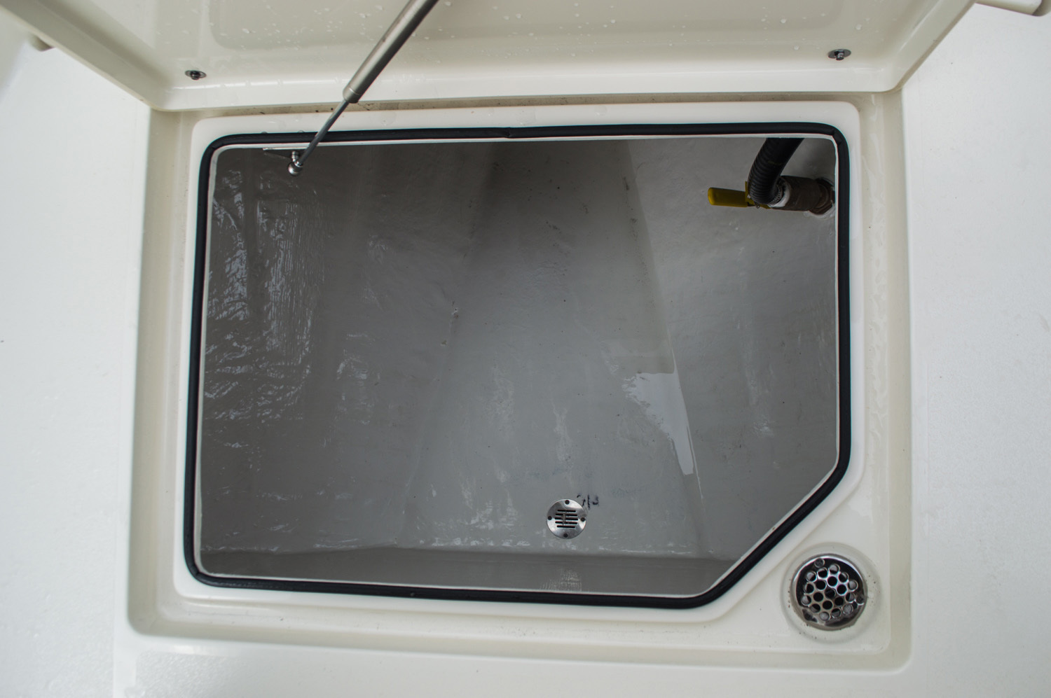 Thumbnail 21 for New 2016 Cobia 277 Center Console boat for sale in West Palm Beach, FL
