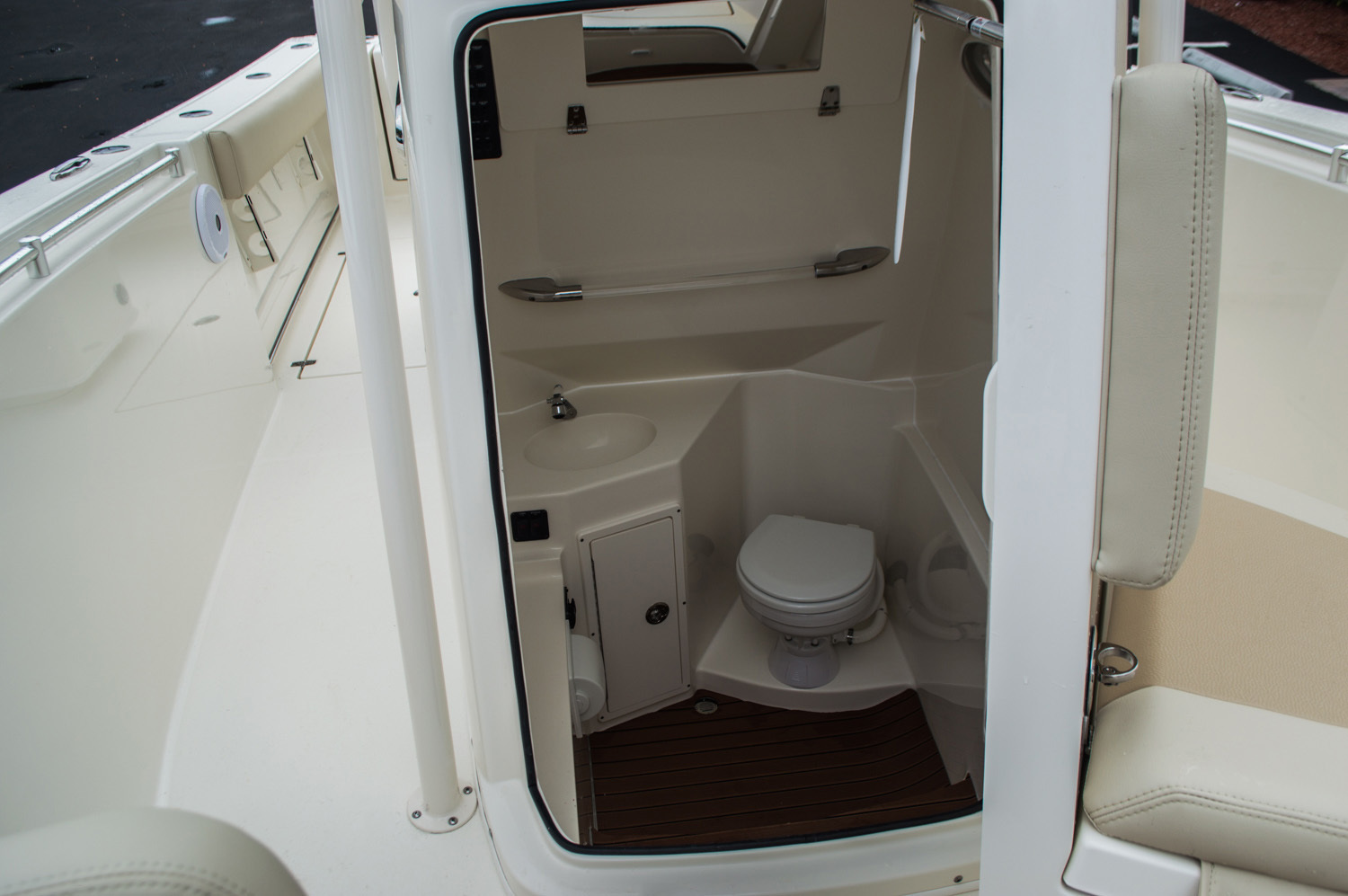 Thumbnail 23 for New 2016 Cobia 277 Center Console boat for sale in West Palm Beach, FL