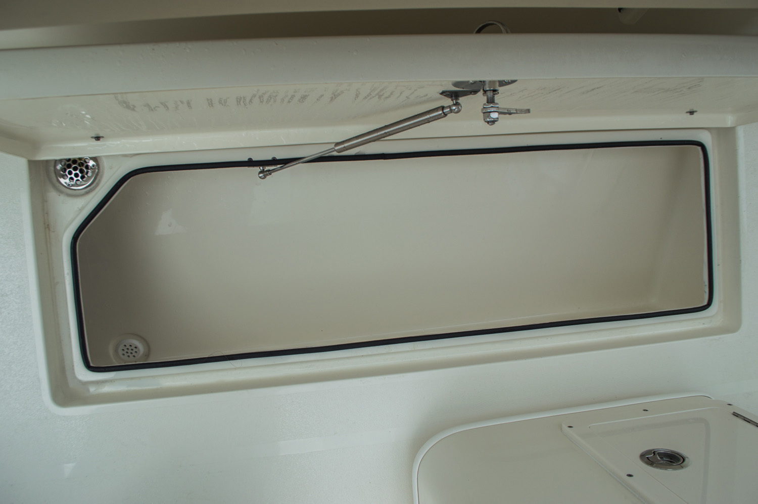 Thumbnail 46 for New 2016 Cobia 277 Center Console boat for sale in West Palm Beach, FL