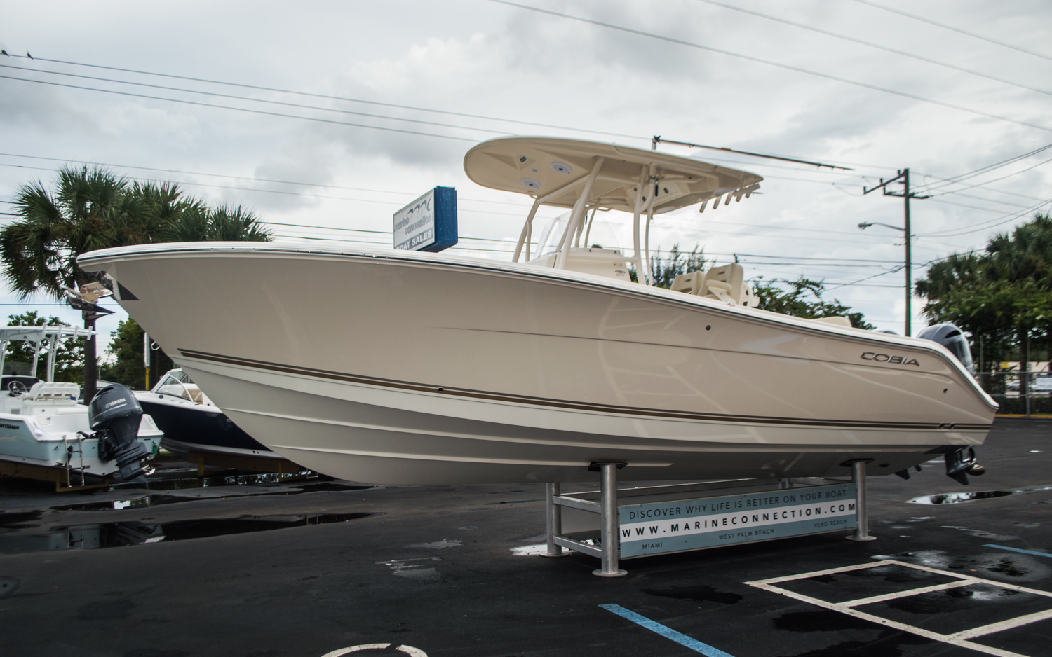 Thumbnail 3 for New 2016 Cobia 277 Center Console boat for sale in West Palm Beach, FL