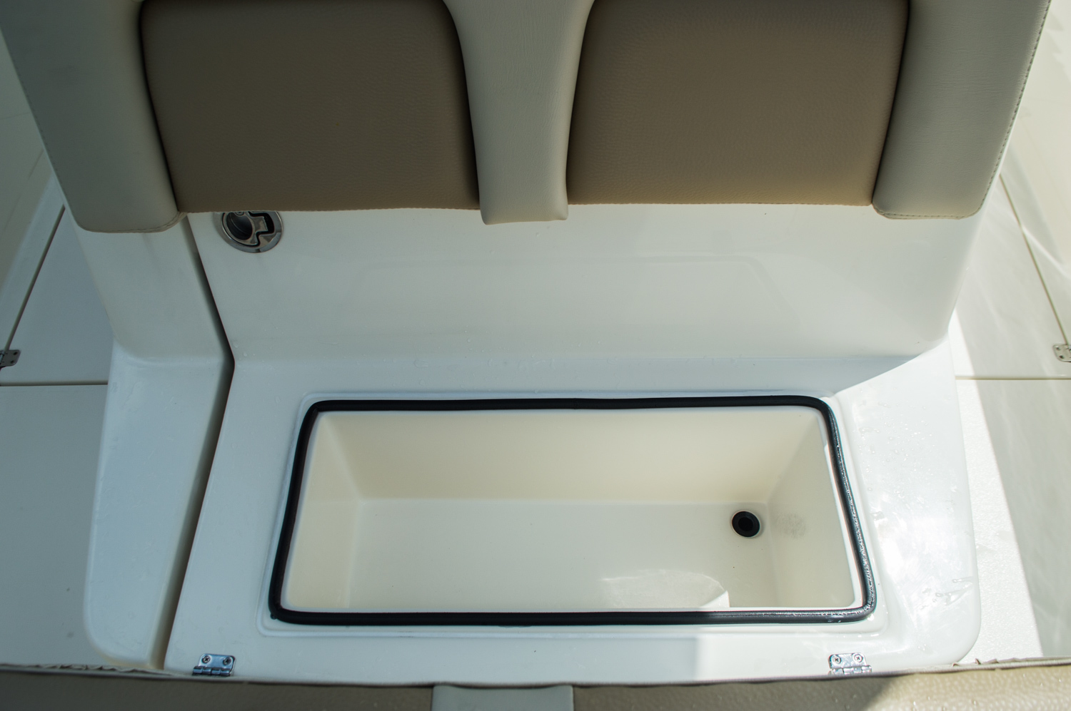 Thumbnail 21 for New 2016 Cobia 296 Center Console boat for sale in West Palm Beach, FL