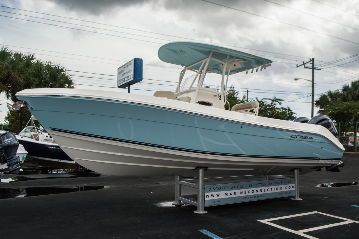 Thumbnail 3 for New 2016 Cobia 256 Center Console boat for sale in Miami, FL