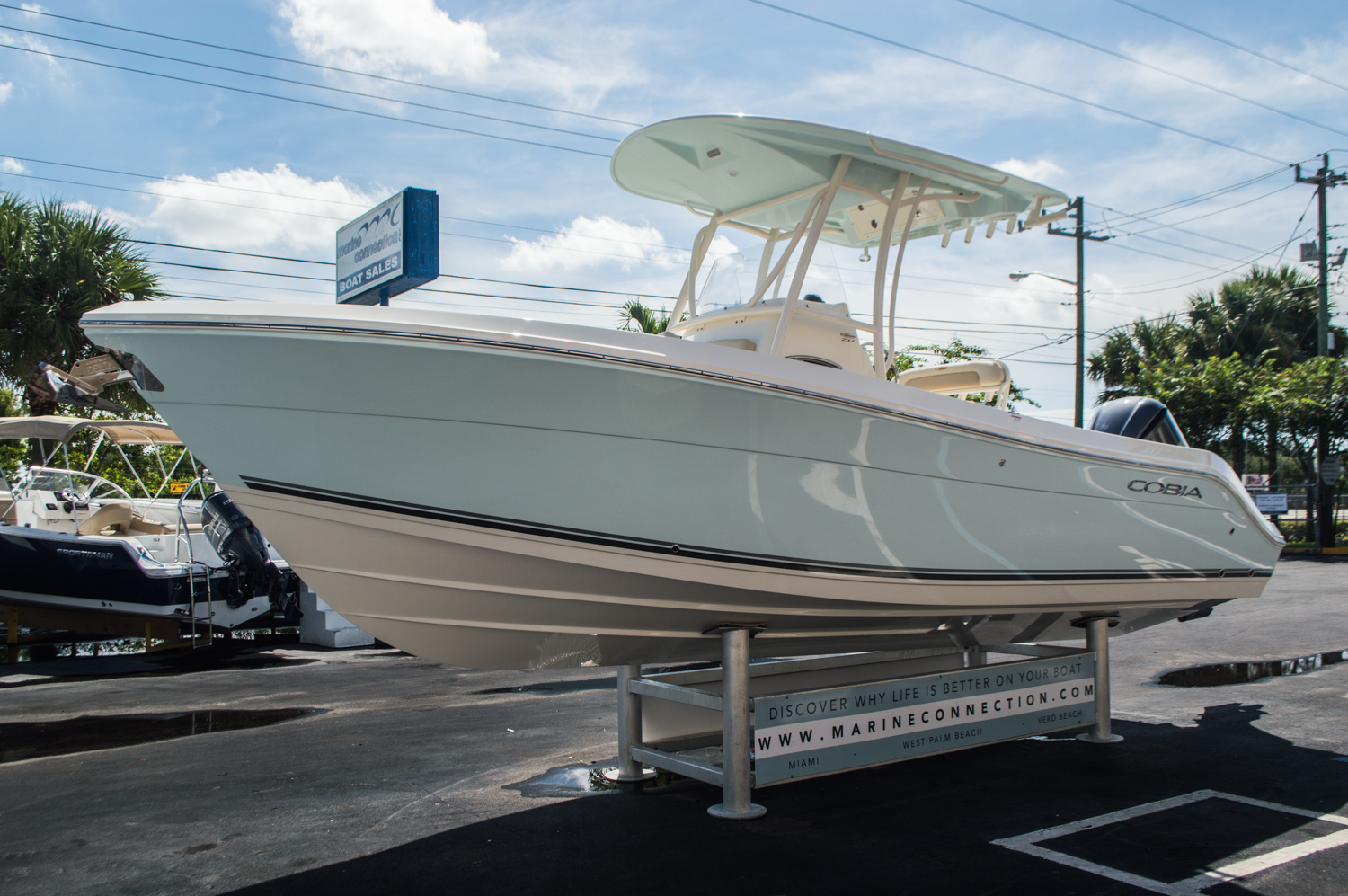 Thumbnail 3 for New 2016 Cobia 237 Center Console boat for sale in Vero Beach, FL