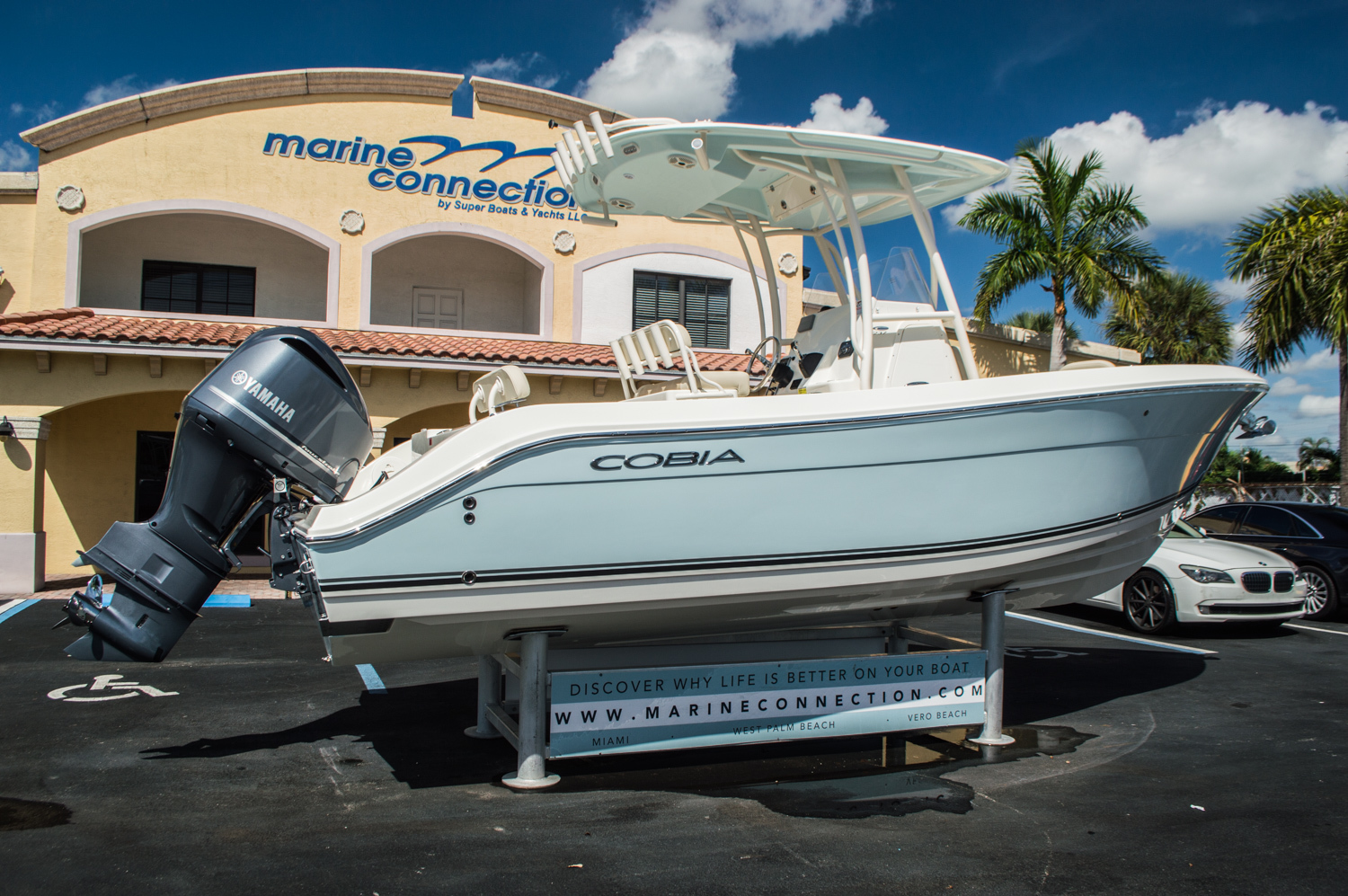 Thumbnail 7 for New 2016 Cobia 237 Center Console boat for sale in Vero Beach, FL