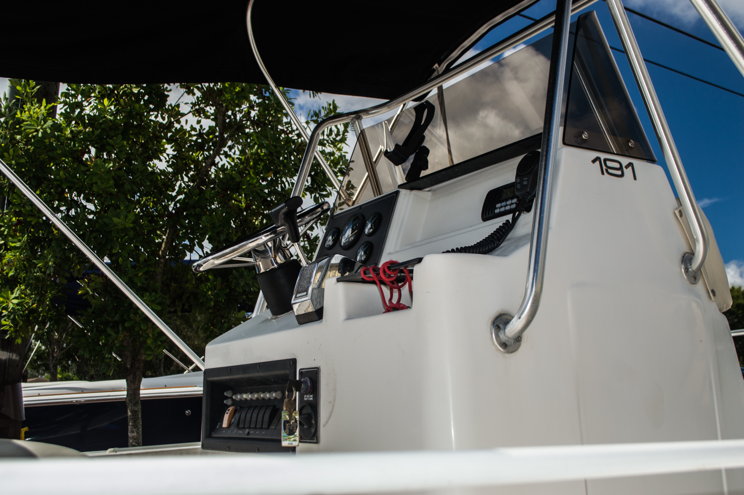 Thumbnail 3 for Used 2000 Mako 191 Center Console boat for sale in West Palm Beach, FL