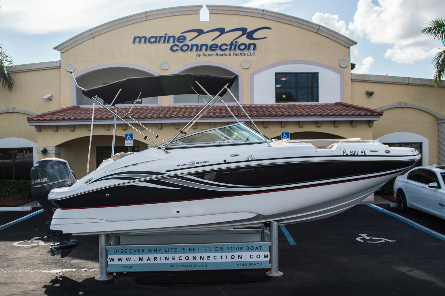 Used 2014 Hurricane SunDeck SD 2200 DC OB boat for sale in West Palm Beach, FL