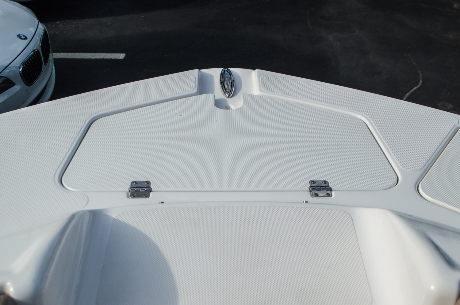 Thumbnail 10 for Used 2014 Hurricane SunDeck SD 2200 DC OB boat for sale in West Palm Beach, FL