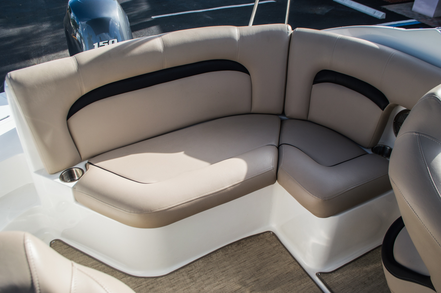 Thumbnail 33 for Used 2014 Hurricane SunDeck SD 2200 DC OB boat for sale in West Palm Beach, FL