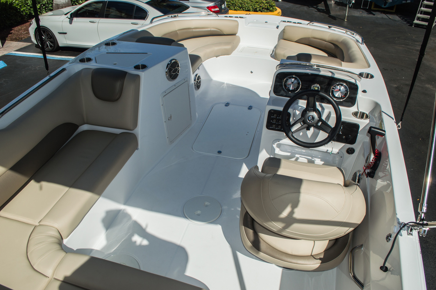 Thumbnail 15 for New 2016 Hurricane SunDeck Sport SS 188 OB boat for sale in West Palm Beach, FL
