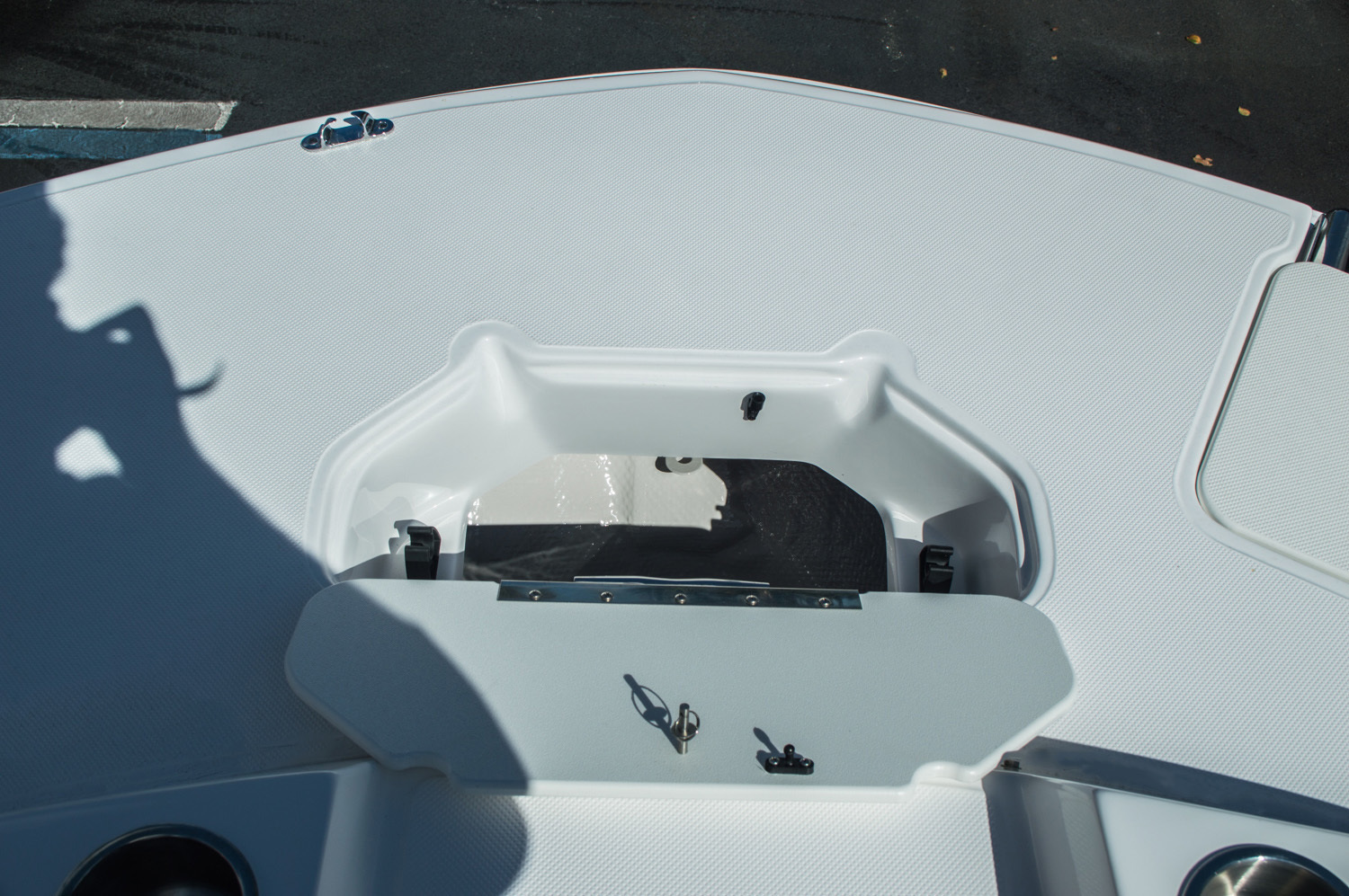 Thumbnail 22 for New 2016 Hurricane SunDeck Sport SS 188 OB boat for sale in West Palm Beach, FL
