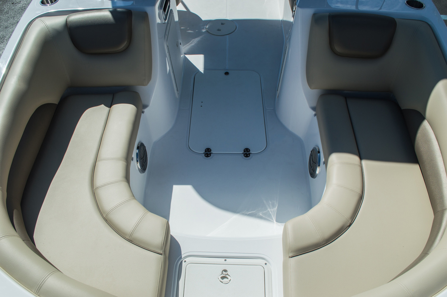 Thumbnail 23 for New 2016 Hurricane SunDeck Sport SS 188 OB boat for sale in West Palm Beach, FL