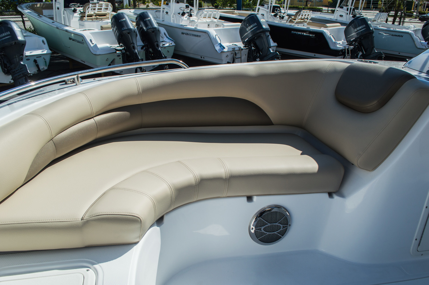 Thumbnail 25 for New 2016 Hurricane SunDeck Sport SS 188 OB boat for sale in West Palm Beach, FL