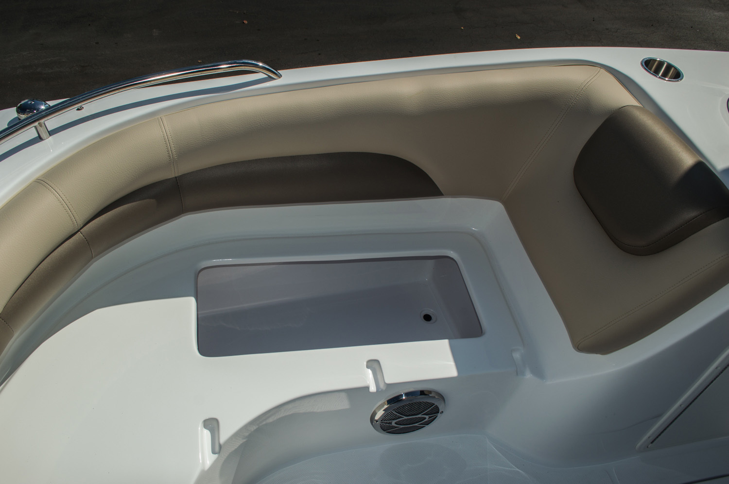 Thumbnail 26 for New 2016 Hurricane SunDeck Sport SS 188 OB boat for sale in West Palm Beach, FL