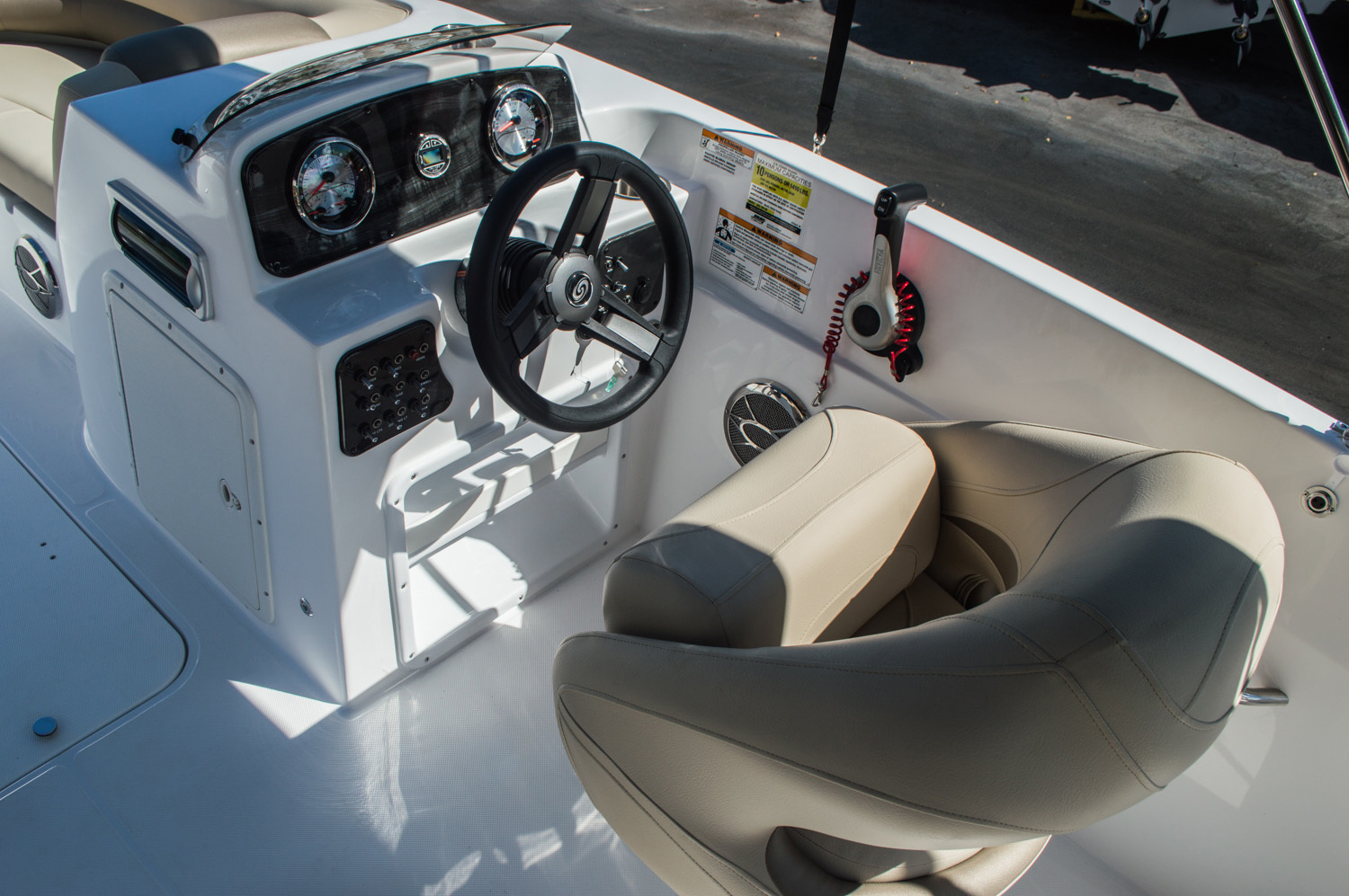 Thumbnail 33 for New 2016 Hurricane SunDeck Sport SS 188 OB boat for sale in West Palm Beach, FL