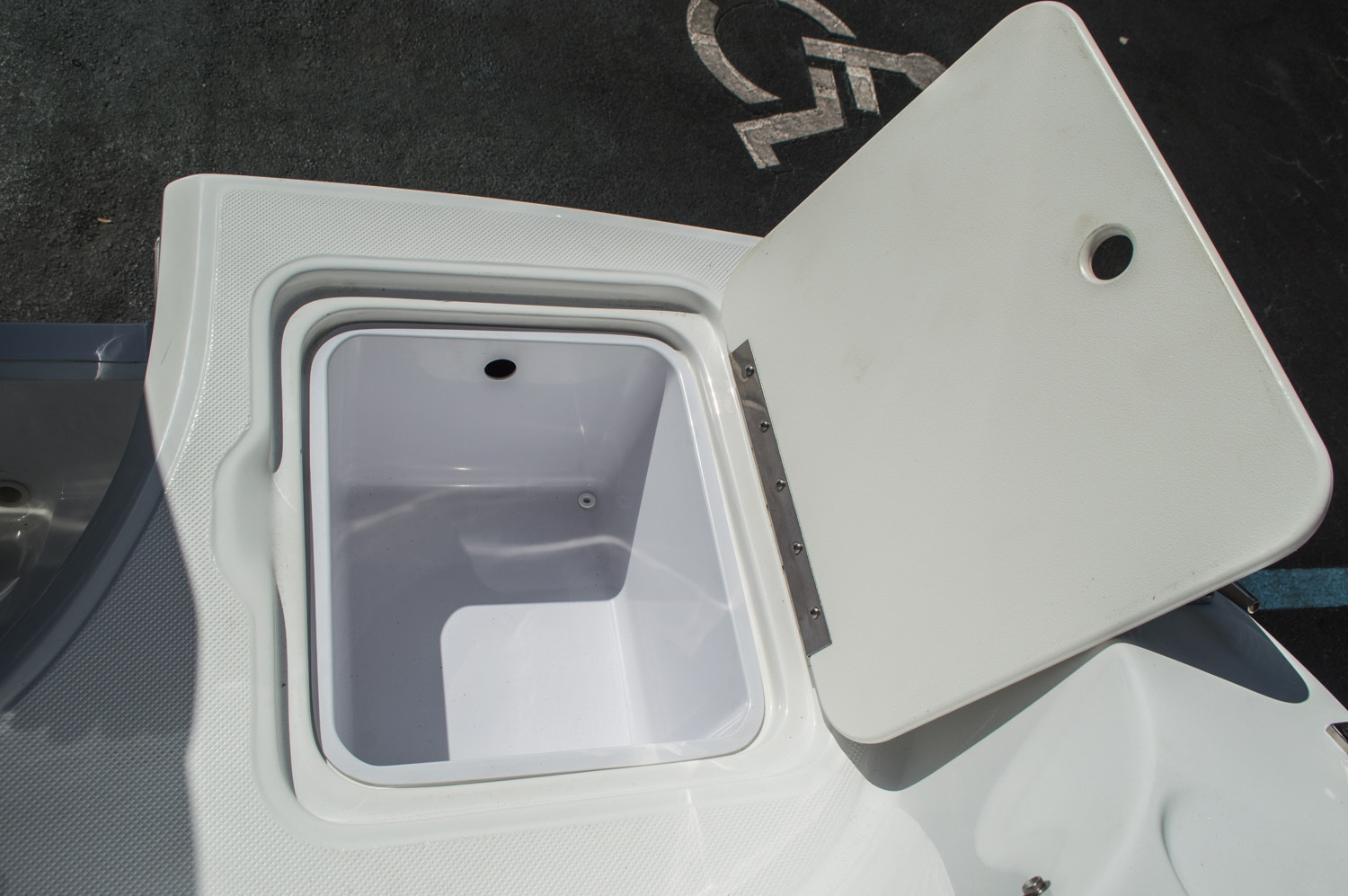 Thumbnail 43 for New 2016 Hurricane SunDeck Sport SS 188 OB boat for sale in West Palm Beach, FL
