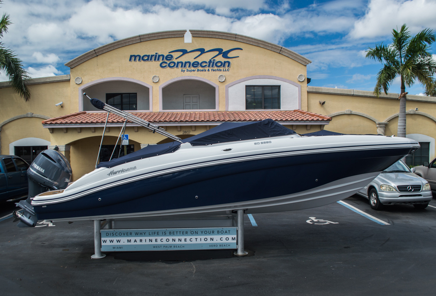 Thumbnail 8 for New 2016 Hurricane SunDeck SD 2690 OB boat for sale in Miami, FL