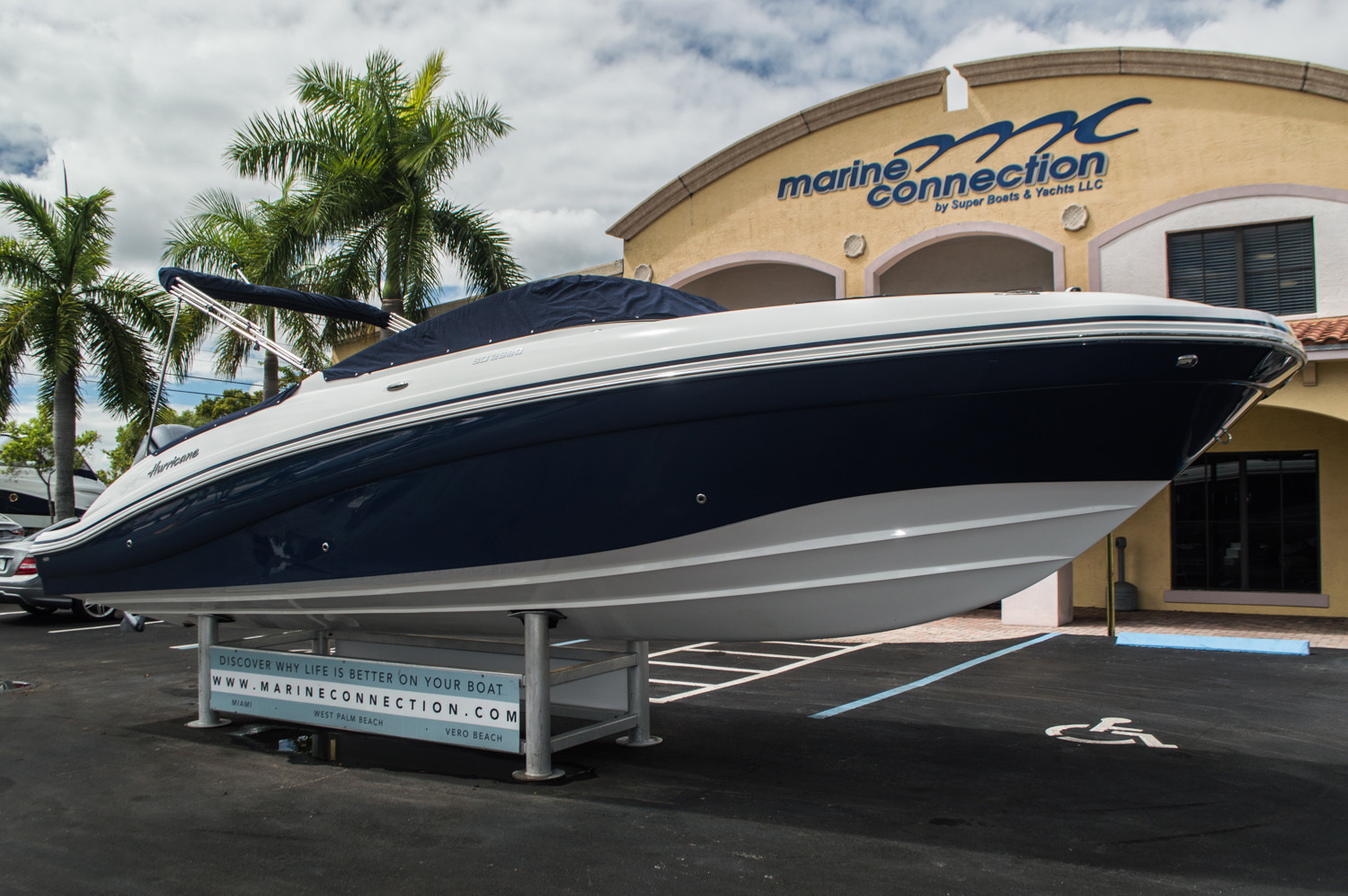 Thumbnail 9 for New 2016 Hurricane SunDeck SD 2690 OB boat for sale in Miami, FL