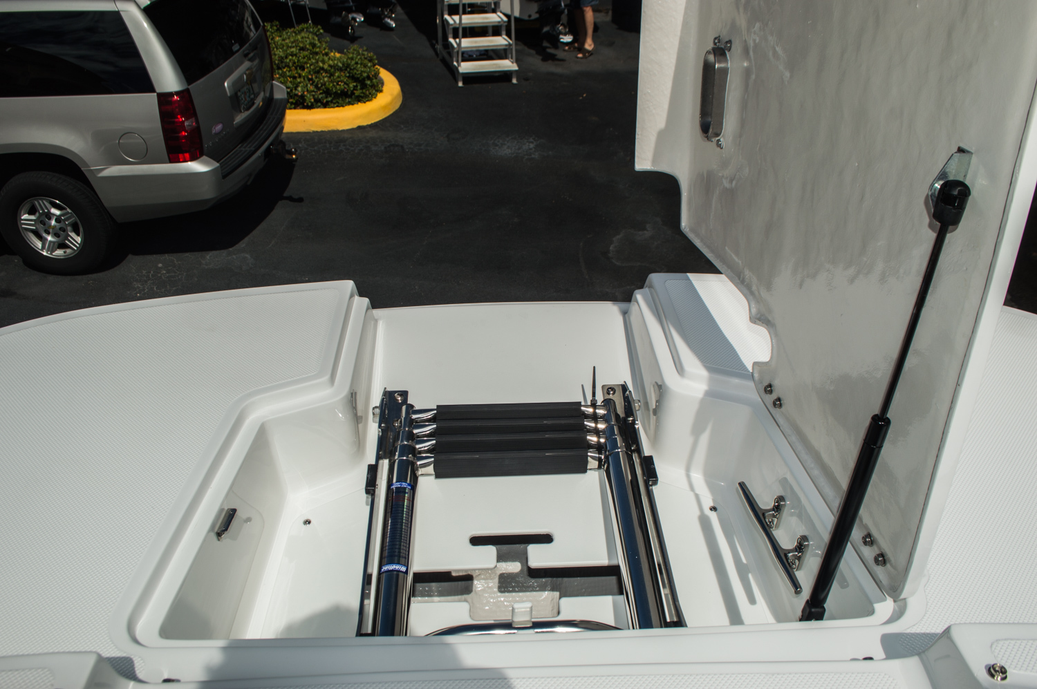 Thumbnail 30 for New 2016 Hurricane SunDeck SD 2690 OB boat for sale in Miami, FL