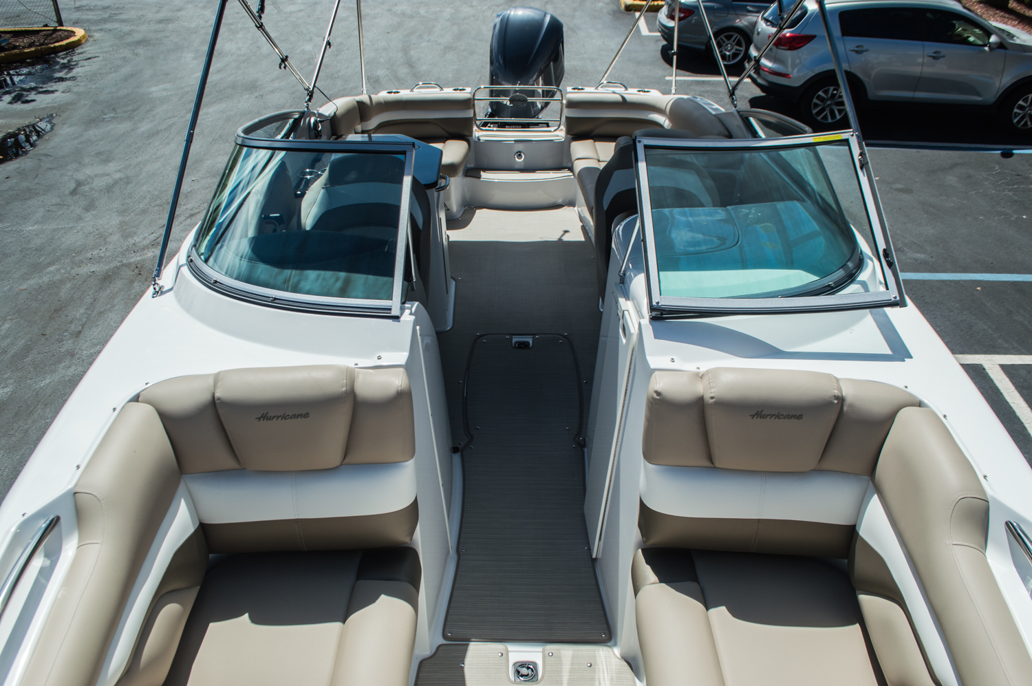 Thumbnail 32 for New 2016 Hurricane SunDeck SD 2690 OB boat for sale in Miami, FL