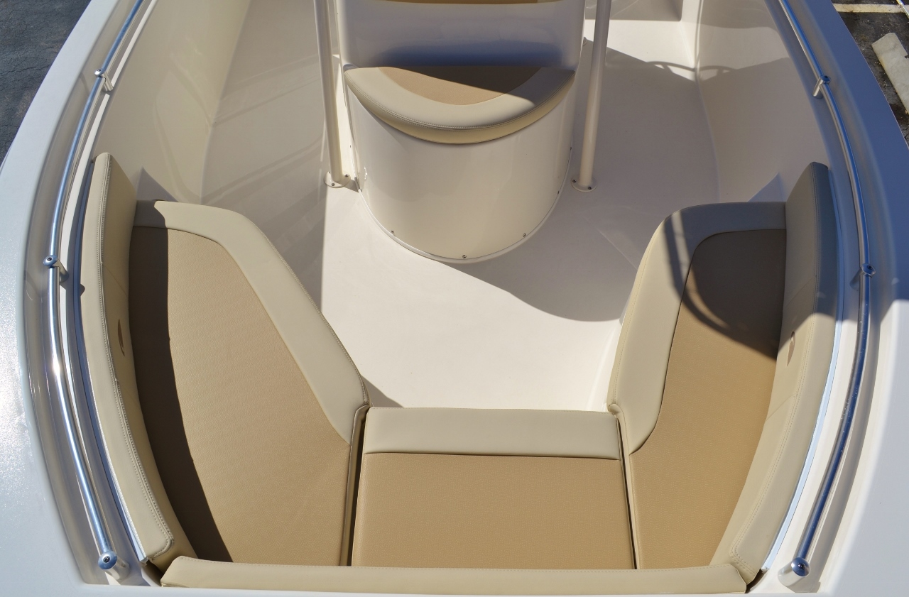 Thumbnail 14 for New 2016 Cobia 217 Center Console boat for sale in Vero Beach, FL