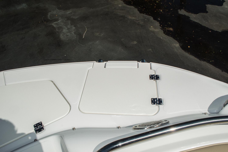 Thumbnail 26 for New 2016 Hurricane SunDeck SD 2200 OB boat for sale in Vero Beach, FL