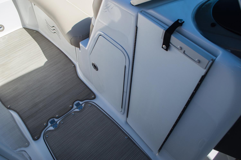Thumbnail 30 for New 2016 Hurricane SunDeck SD 2200 OB boat for sale in Vero Beach, FL