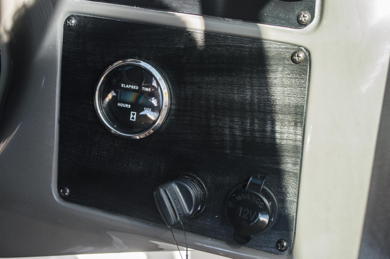 Thumbnail 45 for New 2016 Hurricane SunDeck SD 2200 OB boat for sale in Vero Beach, FL