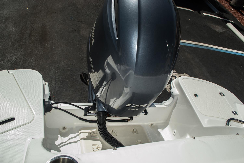 Thumbnail 56 for New 2016 Hurricane SunDeck SD 2200 OB boat for sale in Vero Beach, FL
