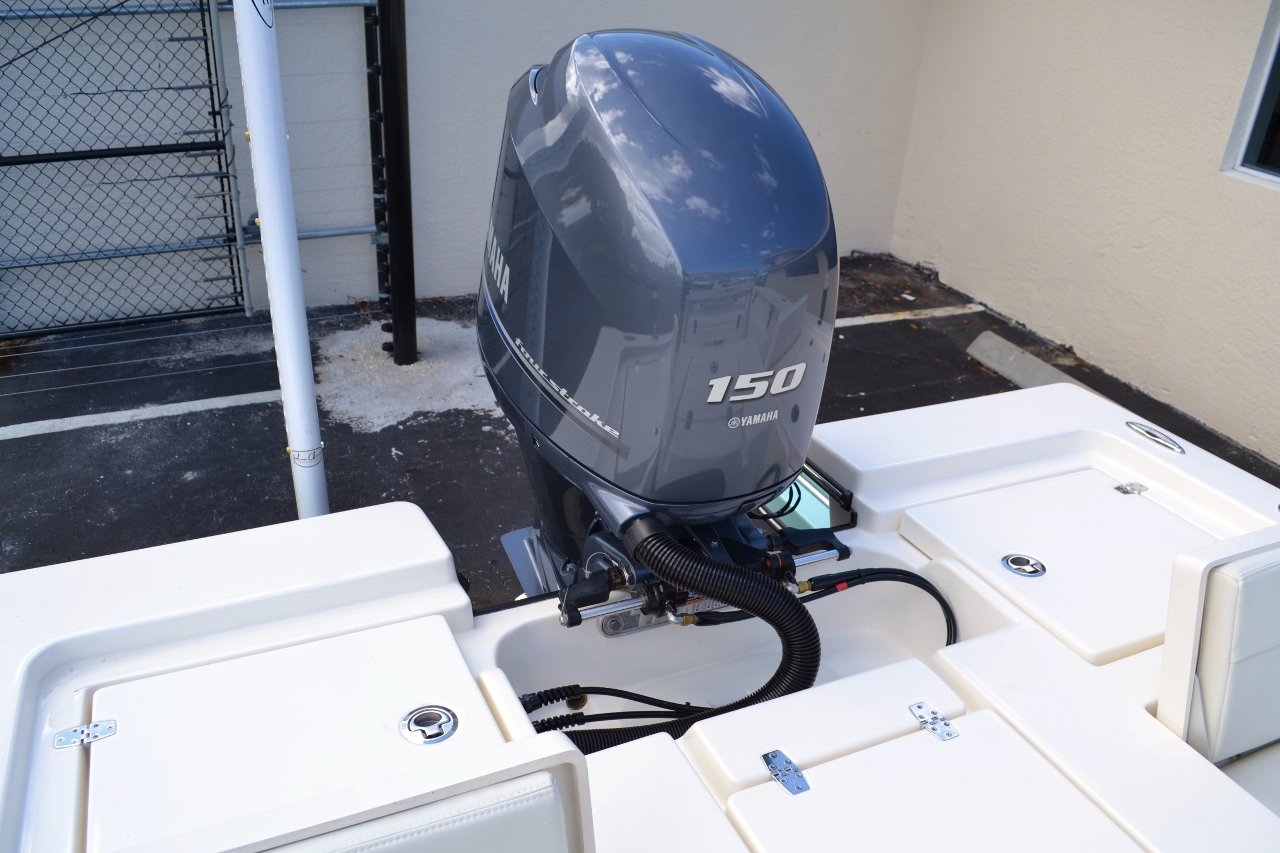 Thumbnail 21 for New 2016 Pathfinder 2200 TRS Bay Boat boat for sale in Vero Beach, FL